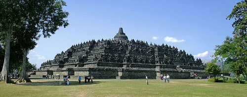 800px-Borobudur-Nothwest-view