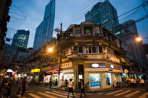 1200px-Streets_of_Shanghai_at_night,_Chi