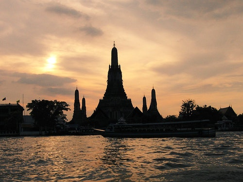 800px-Wat_Arun_and_Sunset