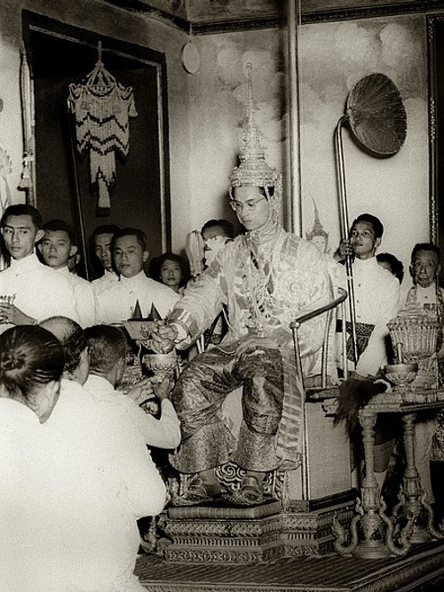450px-King_Rama_IX_being_presented_with_